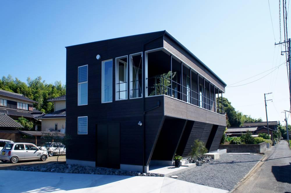 線と線が織り成す造形美を感じる家
